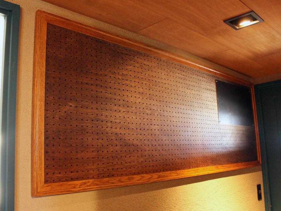 オークのフレームの有孔ボード Brooklyn Furniture