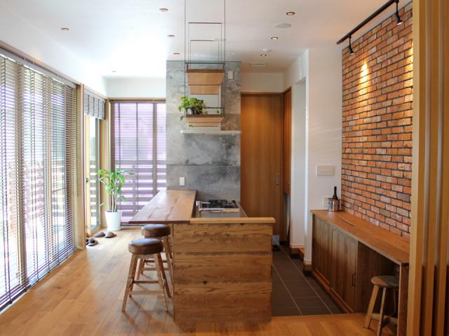 吊棚、スツール、キッチンカウンター、キッチン収納棚